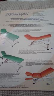 Massageliege und Rollenhocker