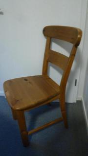 Massivholz-Stühle in