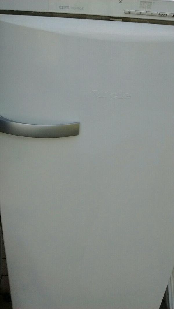 miele 4493 s gefrierschrank no frost in bludesch k hl. Black Bedroom Furniture Sets. Home Design Ideas