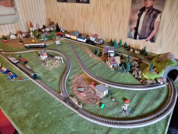 Modelleisenbahn - Wanduhr eisenbahn ...