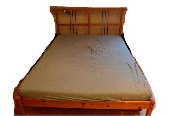 m bel zu verschenken bett und 3 regale in hannover biete kostenlos private kleinanzeigen. Black Bedroom Furniture Sets. Home Design Ideas
