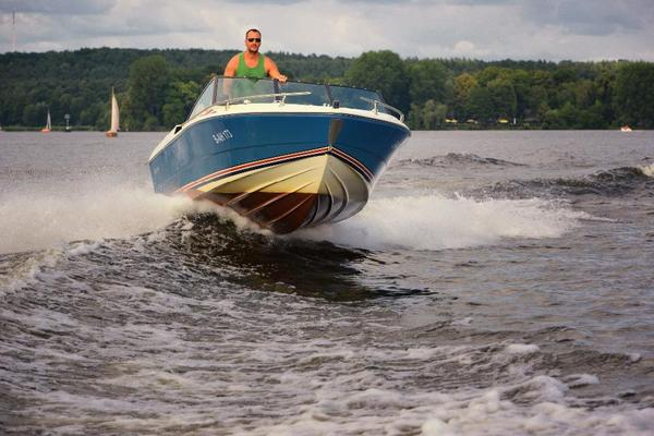 motorboot fiberform neuaufbau keine glastron maxum sea rayy in berlin motorboote kaufen und. Black Bedroom Furniture Sets. Home Design Ideas