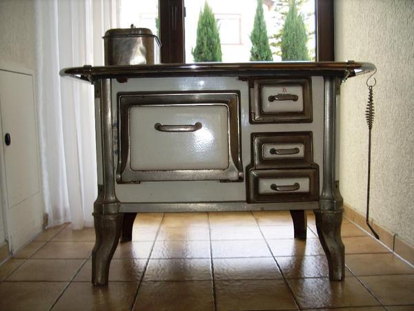 oma s nostalgischer k chenherd in friedelsheim fen heizung klimager te kaufen und verkaufen. Black Bedroom Furniture Sets. Home Design Ideas