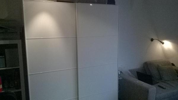 t ren zum schieben mit spiegel meine 2 jahre alt. Black Bedroom Furniture Sets. Home Design Ideas