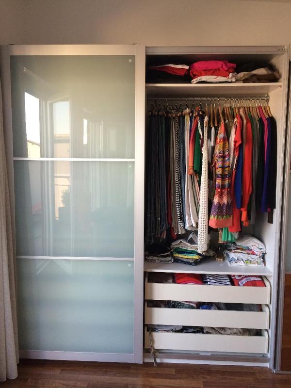 wir verkaufen unseren kleiderschrank von ikea der folgende. Black Bedroom Furniture Sets. Home Design Ideas