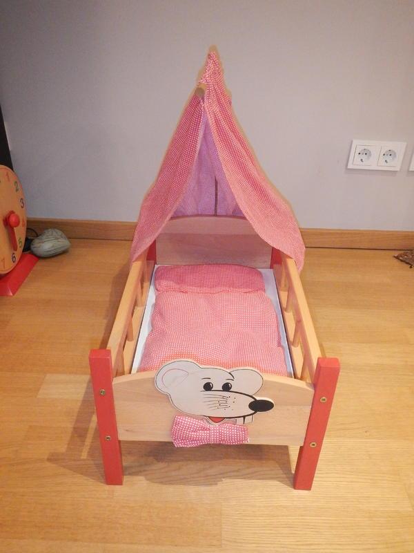 wir bieten hier ein puppenbett aus holz an wie auf den fotos zu sehen ist geh ren ein. Black Bedroom Furniture Sets. Home Design Ideas