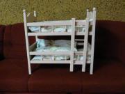 Puppenbetten und Schrank