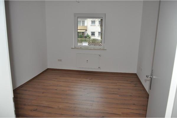 renoviert leer 58 m 2 zimmer k che bad balkon. Black Bedroom Furniture Sets. Home Design Ideas