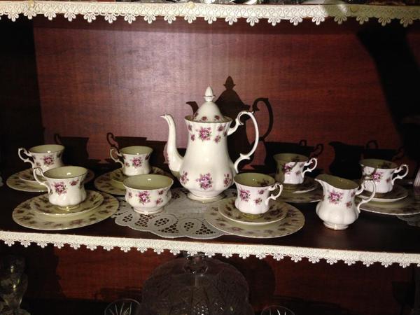royal albert sweet violets kaffeeservice 21 tlg england in bechtolsheim geschirr und. Black Bedroom Furniture Sets. Home Design Ideas