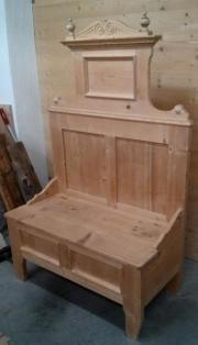 Schöne Holzbank aus