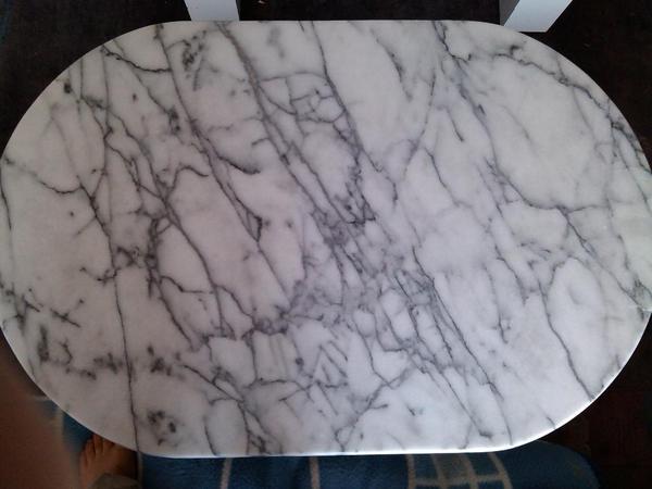 Sch ner marmortisch in sehr gutem zustand nur 120 np for Marmortisch garten