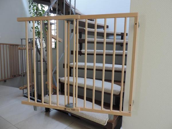 schwenk treppenschutzgitter von geuther. Black Bedroom Furniture Sets. Home Design Ideas