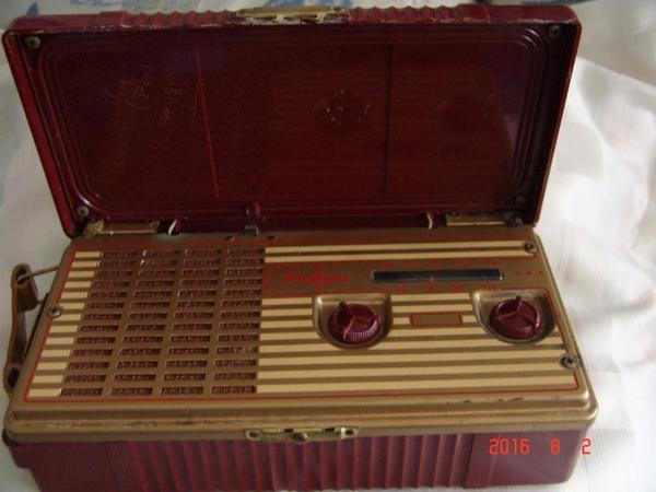altes kofferradio kaufen gebraucht und g nstig. Black Bedroom Furniture Sets. Home Design Ideas