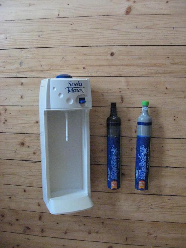 soda maxx mit 2 co2 zylindern in karlsdorf neuthard haushaltsger te hausrat alles sonstige. Black Bedroom Furniture Sets. Home Design Ideas