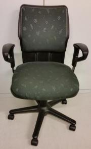 Stuhl-Schreibtisch-Schrank/
