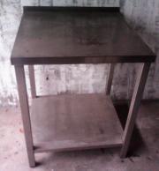 Tisch aus Edelstahl