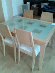 Tisch und vier