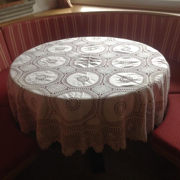 tischdecke rund geh kelt handarbeit in z blen handarbeit. Black Bedroom Furniture Sets. Home Design Ideas
