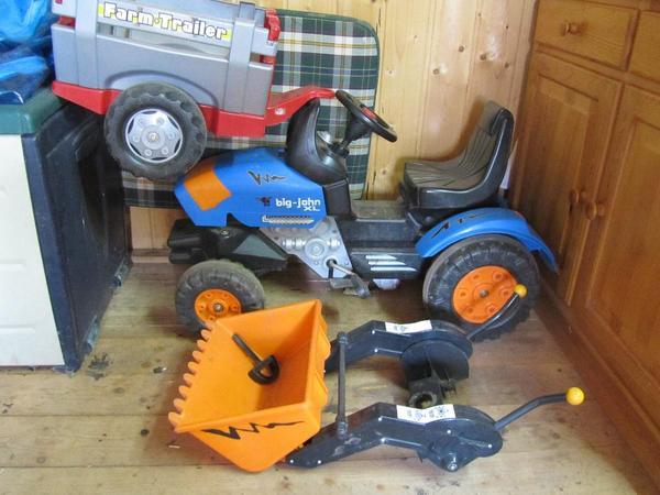 wir verkaufen hier einen traktor big john xl mit. Black Bedroom Furniture Sets. Home Design Ideas