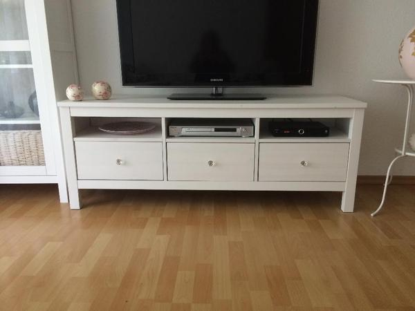 pin hemnes tv bank massivholz sorgt f r eine nat rliche. Black Bedroom Furniture Sets. Home Design Ideas