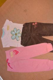 Verschiedene Kinderkleidungsstücke (Mädchen),