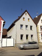 Wohnhaus mit Nebengebäude
