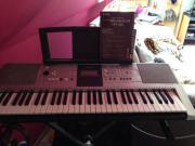 Yamaha Keyboard mit