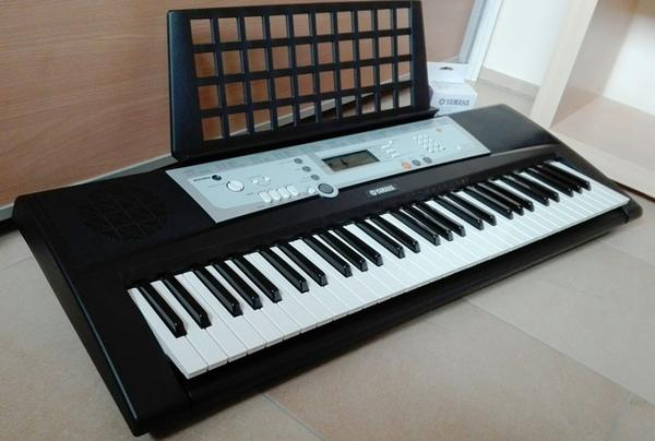 yamaha ypt 200 keyboard in th ringen keyboards kaufen. Black Bedroom Furniture Sets. Home Design Ideas