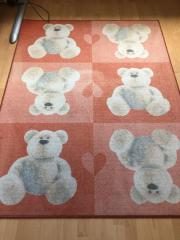 Zwei Kinderzimmer-Teppiche