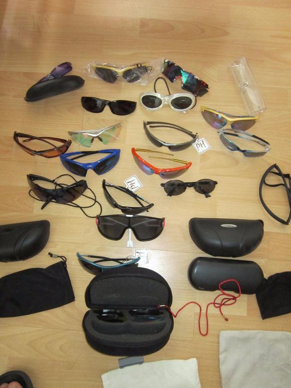 17 Sonnenbrillen - Bietigheim-bissingen Bietigheim - 17 verschiedene Sonnenbrillen, für Freizeit/Radfahren/Skifahren. teilweise ungetragen mit Etikett noch dran. !! Anfragen+Versand über Whats up möglich !!+3 Flaschen französischen Markensekt PRINCE HENRY demisec, bei A - Bietigheim-bissingen Bietigheim