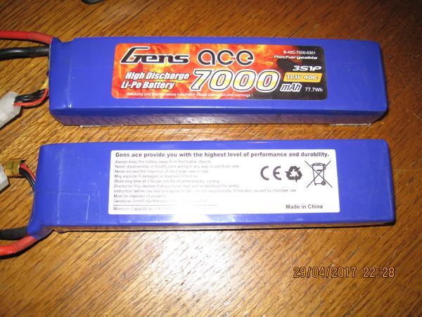 2 lipoakkus von Gens Ace 3s 7000mah 40-80C - Wehr - 2 x 3s Lipo Akku Geraucht ca. 10 ladungen ( stecker x t 150 )3s 7000 mAh Entladung: 40C (280A) Max Entladung: 80C (560A) Gewicht ca. 533g188mm Lang 44.5mm Breit 27.7mm TiefBalance Stecker:JST-XHLadestrom 1-3C Empfehlenswert bis 5CDer neupreis war c - Wehr