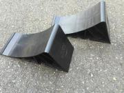 2x schwarze Unterlegkeile für Anhänger