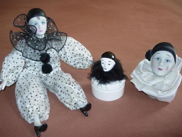 3 Harlekins / zus. 10, -EUR) - München Hadern - 3 Harlekins schwarz/weiß - eine Puppe (ca. 25cm) - eine Dose - ein Gesicht /stehend zus.10,-EUR - München Hadern