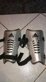 Adidas Schienbeinschoner Größe L mit