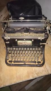 Antike Schreibmaschine zu verkaufen