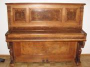antikes Klavier aus der Pianofabrik