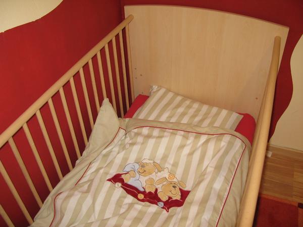 Gebraucht, Babybett Gitterbett umbaubar zum Kinderbett Ahorn gebraucht kaufen  81739 München