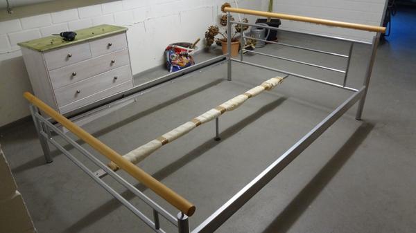 bett 140x200 metall/holz mit lattenrost in falkensee - betten, Hause deko