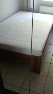 Bett mit Matratze
