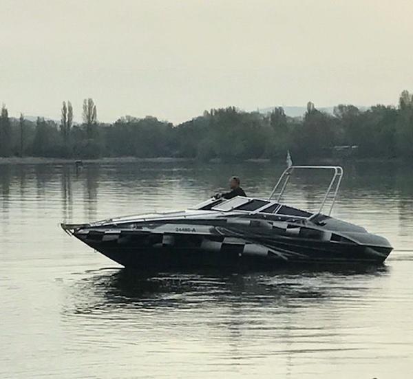 Crownline 225 CCR Sport- Motorboot - Ludwigshafen Rheingönheim - CROWNLINE 225 CCR Sportboot mit HARBECK Trailer gebremst grosser Liegefläche ähnl. Baja , Performance Boot in Aktion: https://www.youtube.com/watch?v=FxGK41FzaFY Race Außen-Design (Folie) mit Bügel und Scheiben-Tönung. Da - Ludwigshafen Rheingönheim