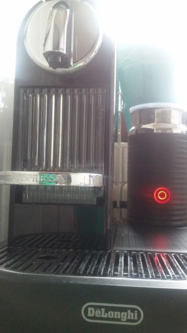 De`Longhi Nespresso Kapselmaschine Citiz & Milk in Gelnhausen ...