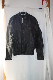 ESPRIT Neuwertige schwarze Kunstlederjacke für