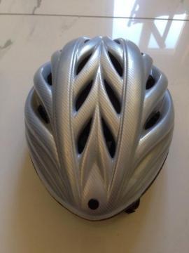 Fahrradhelme KED 3 St silber: Kleinanzeigen aus Starnberg - Rubrik Fahrradzubehör, -teile