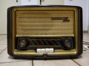 Grundig Röhrenradio Typ 840W - Kirchheimbolanden - einwandfreies, poliertes Bakelit-Gehäuse, dunkelbraun, coole Goldbronze-Verzierungen, im Bedienbereich mit etwas Used-Look; Baujahr 1953; bereits mit UKW, ansonsten MW u. LW; 3 Röhren: EC92, EF41, ECL113; typisches Nachkriegsgerät m - Kirchheimbolanden
