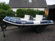 Gut erhaltenes Motorboot