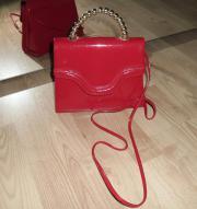 Handtasche in rot Lack mit