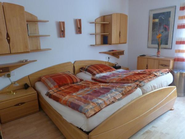 Hochwertiges Schlafzimmer, Massivholz, sehr guter Zustand in Mosbach ...