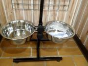 Hundebar inklusive 2 Edelstahlnäpfe Gr
