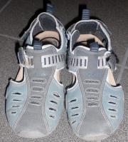 Kinderschuhe - moderne Sandalen -