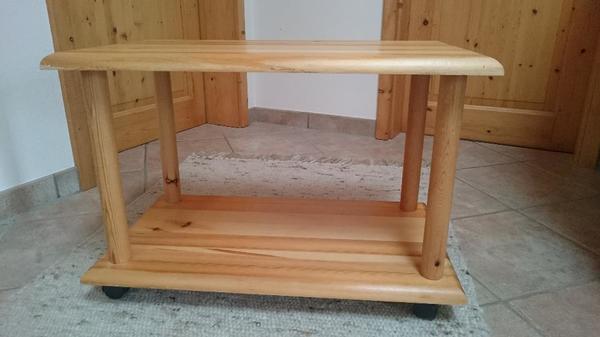 Kleiner tisch mit rollen cool kleiner tisch auf rollen for Kleiner tisch kiefer